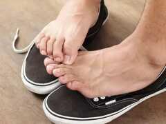 Потеют ноги в обуви и пахнет обувь, что делать? Избавляемся от проблемы за 1 день