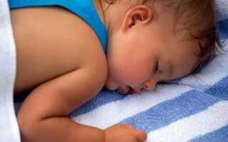 Потеет голова у новорожденного во время сна и кормления