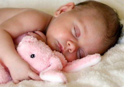 Причины потливости головы у ребенка и методы решения проблемы