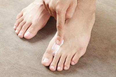 Лечение потливости ног народными средствами