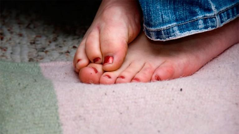 Почему мерзнут ноги даже дома в тепле. Почему мерзнут ноги и как устранить неприятное состояние? Болезни и нарушения в организме провоцирующие постоянную мерзлоту ног