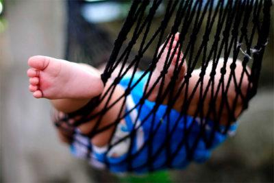 У новорожденного потеют ручки и ножки но они холодные: причины и лечение в домашних условиях
