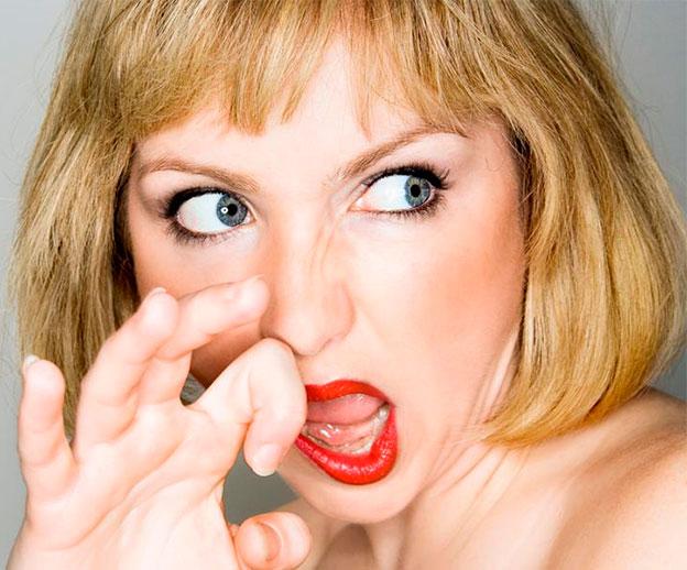 Почему пот пахнет луком у женщин
