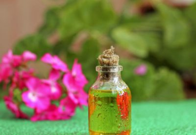 Какие эфирные масла наиболее действенны от прыщей и постакне. Советы по применению. Рецепты действенных масок. Отзывы