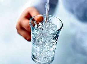 Помогает ли вода избавиться от прыщей